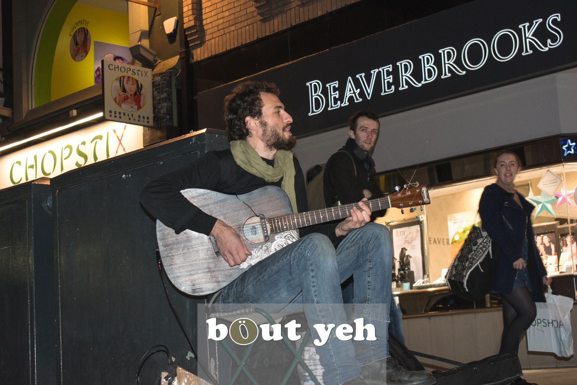 Australian busker playing guitar in Donegal Place, Belfast - bout yeh photographers Belfast photo 3388.